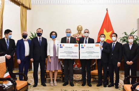 Tiếp nhận 1,5 triệu liều AstraZeneca do Pháp và Italy trao tặng