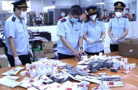 Thu giữ hơn 60.000 viên thuốc điều trị Covid - 19