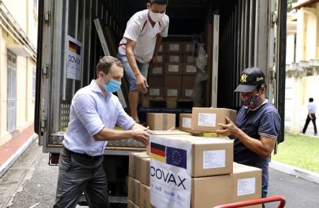 Đức hỗ trợ Việt Nam 852.480 liều vaccine AstraZeneca