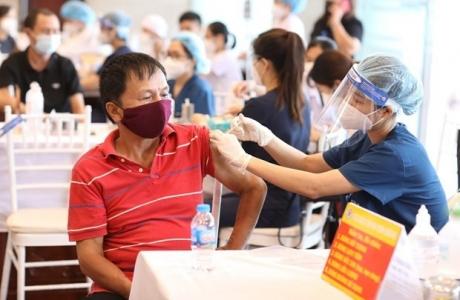 Hà Nội: Một tài xế tới điểm tiêm vaccine, phường ra thông báo khẩn