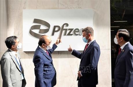 Chủ tịch nước Nguyễn Xuân Phúc thăm Công ty dược phẩm Pfizer