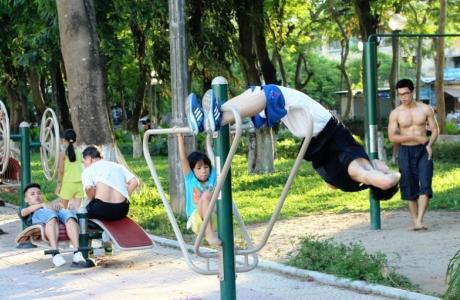Từ ngày 28/9 trung tâm thương mại được trở lại hoạt động, người dân được tập thể dục ngoài trời