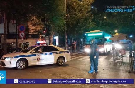 Hà Nội: Đưa hơn trăm F1 tại Bệnh viện Việt Đức đi cách ly tập trung ngay trong đêm
