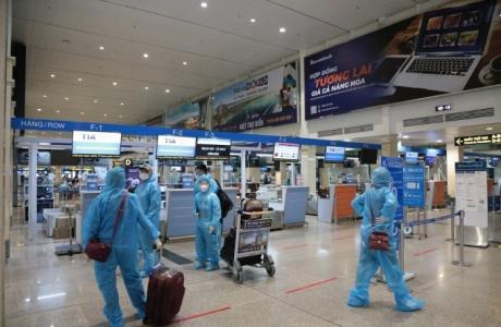 Ngày đầu mở cửa hàng không: 14 chuyến bay phải hủy