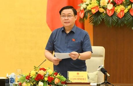 Chủ tịch Quốc hội làm việc về chính sách tài khóa và tiền tệ